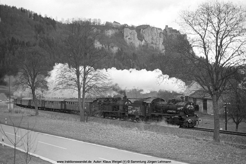 http://www.traktionswandel.de/pics/foren/kl-we/1974-12-29_sw40-04_038772_078246_BwRottweil_Abschiedsfahrt_Hausen-i-T_KlausWeigel_1000.jpg