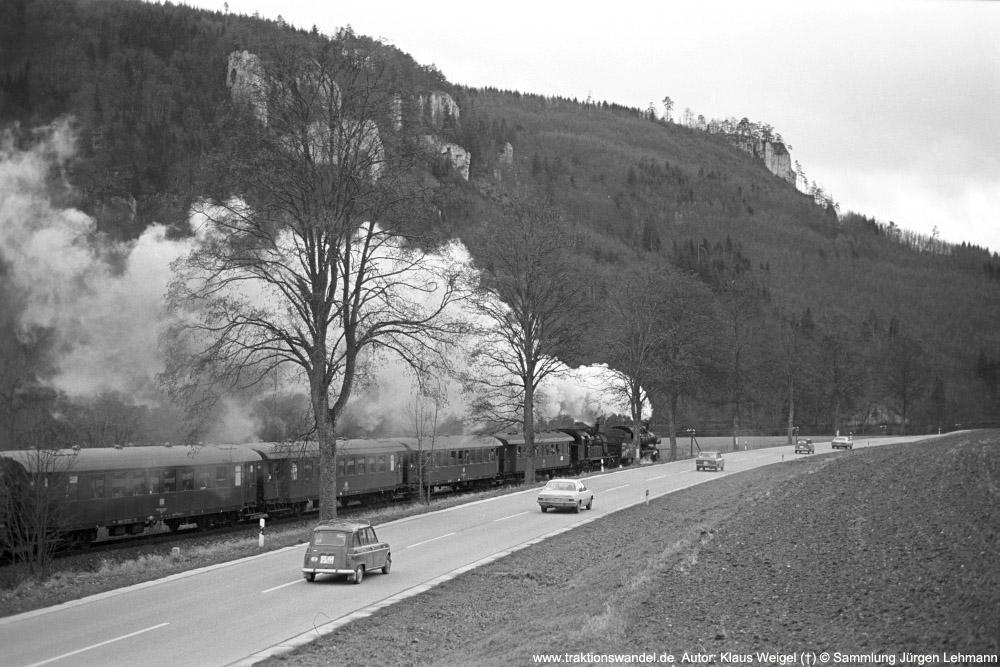 http://www.traktionswandel.de/pics/foren/kl-we/1974-12-29_sw40-08_038772_078246_BwRottweil_Abschiedsfahrt_Hausen-i-T_KlausWeigel_1000.jpg