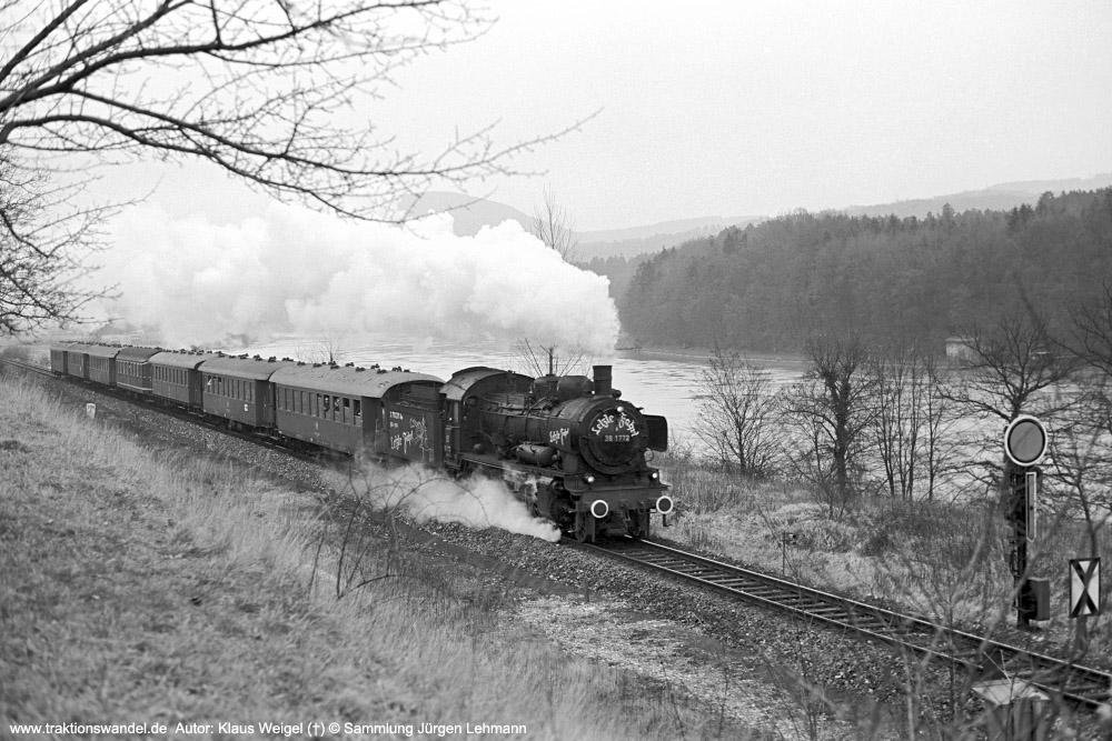 http://www.traktionswandel.de/pics/foren/kl-we/1974-12-31_sw40-19_038772-0_BwRottweil_Sdz_zwBeringen-u-Waldshut_KlausWeigel_1000.jpg