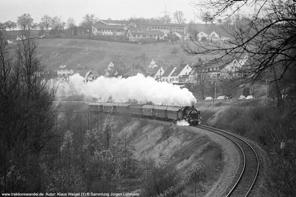 http://www.traktionswandel.de/pics/foren/kl-we/1974-12-31_sw40-22_038772-0_BwRottweil_Sdz_km289-9_KlausWeigel_1000.jpg