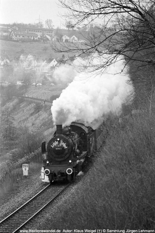 http://www.traktionswandel.de/pics/foren/kl-we/1974-12-31_sw40-23_038772-0_BwRottweil_Sdz_km289-9_KlausWeigel_800h.jpg