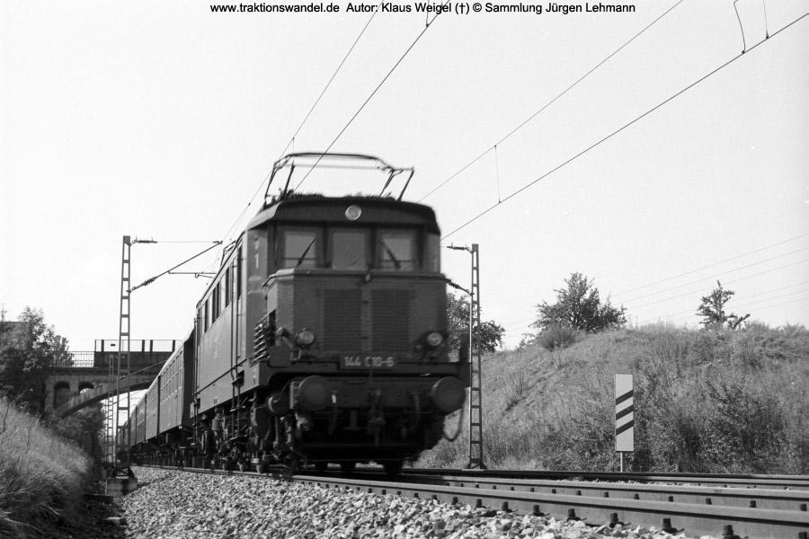 http://www.traktionswandel.de/pics/foren/kl-we/197x-xx-xx_sw22-04_144010-6_BwStuttgart_b-Reutlingen_KlausWeigel_900.jpg