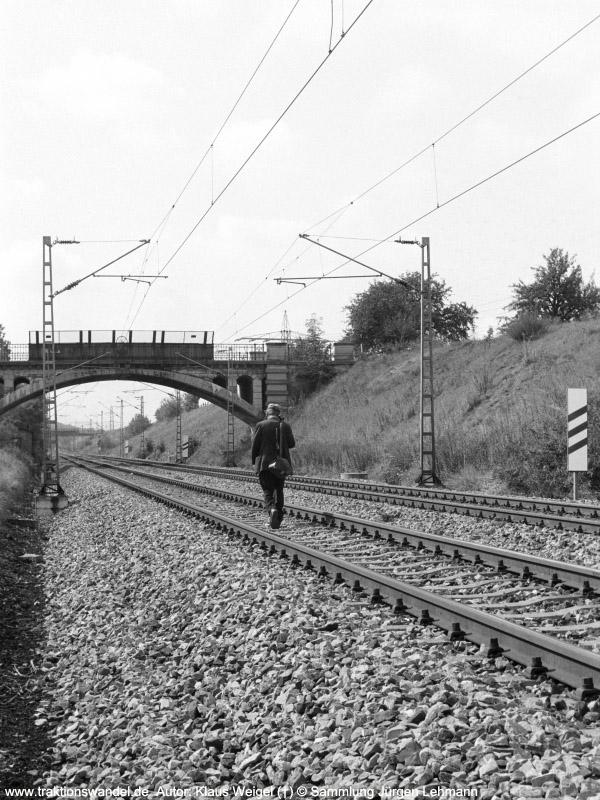 http://www.traktionswandel.de/pics/foren/kl-we/197x-xx-xx_sw22-05_Streckenlaeufer_km29-9_KlausWeigel_900.jpg