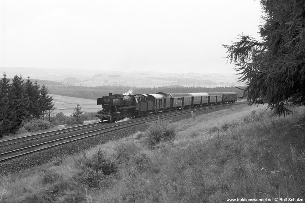 https://www.traktionswandel.de/pics/foren/hifo/1974/1974-07-17_A249-25_050281-5_BwHof_N5819_b-Himmelkron-SchiefeEbene_1000.jpg