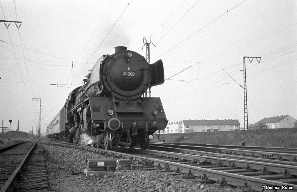 https://www.traktionswandel.de/pics/foren/hifo/rubin/1962-05_014ag40_01068_BwLudwigshafen_D142_Frankfurt-M-Niederrad_DietmarRubin_1000.jpg
