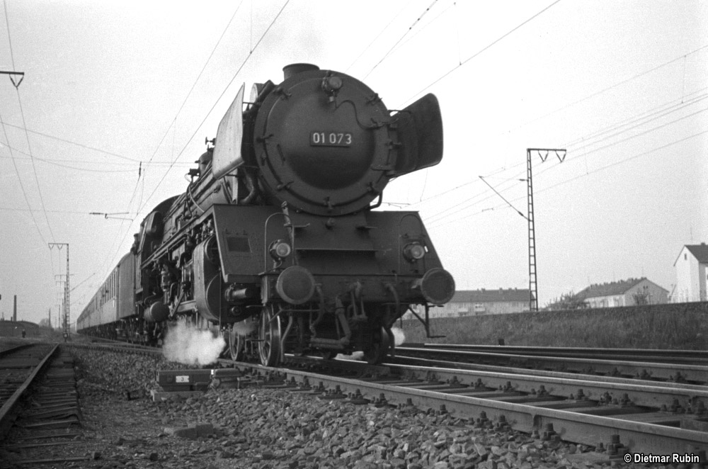 https://www.traktionswandel.de/pics/foren/hifo/rubin/1962-05_014ag44_01073_BwLudwigshafen_D144_Frankfurt-M-Niederrad_DietmarRubin_1000.jpg