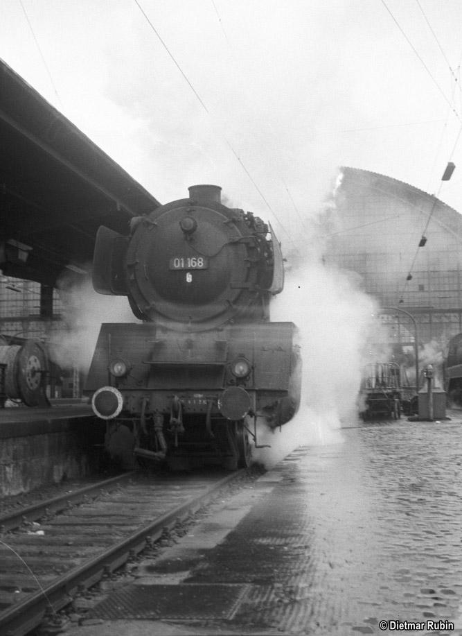 https://www.traktionswandel.de/pics/foren/hifo/rubin/1963_029ko01_01168_BwGiessen_Frankfurt-M-Hpbf_DietmarRubin_667.jpg